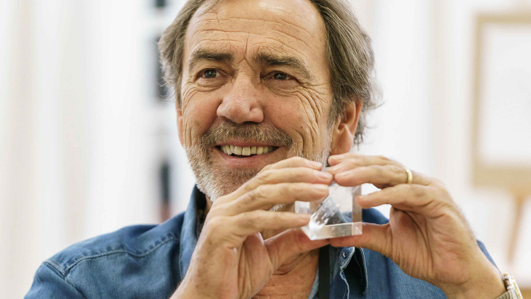 THE MAIL ON SUNDAY INTERVIEWS PRISM'S ROBERT LINDSAY