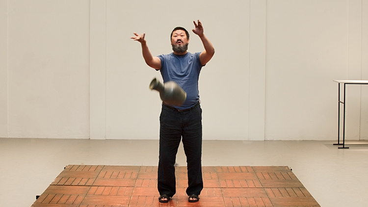 Ai Weiwei free to travel following controversial 2011 arrest